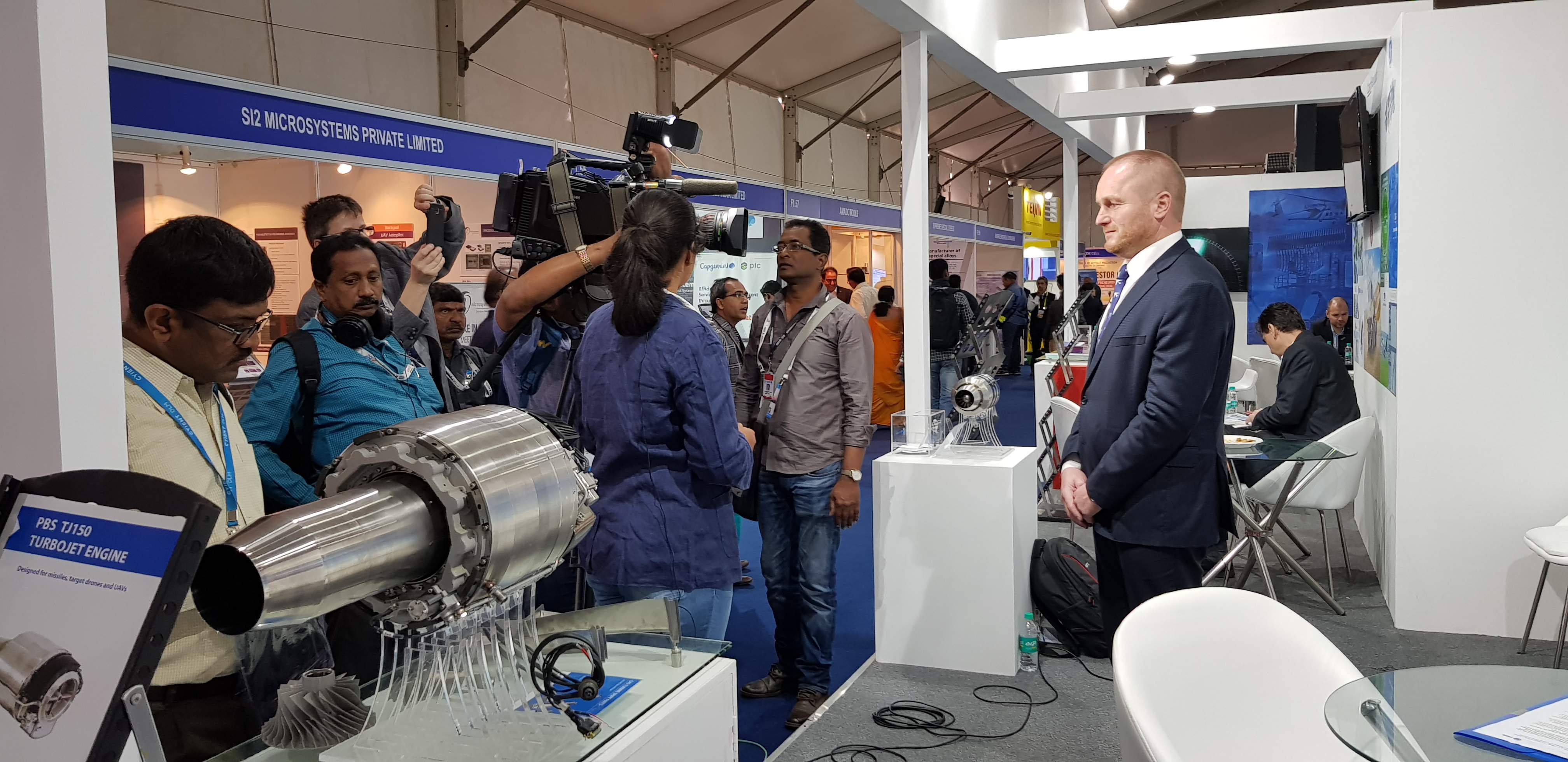 Minister Metnar supported us at AERO INDIA where we participated in talks with the Indian representatives and were interviewed by Channel ONE